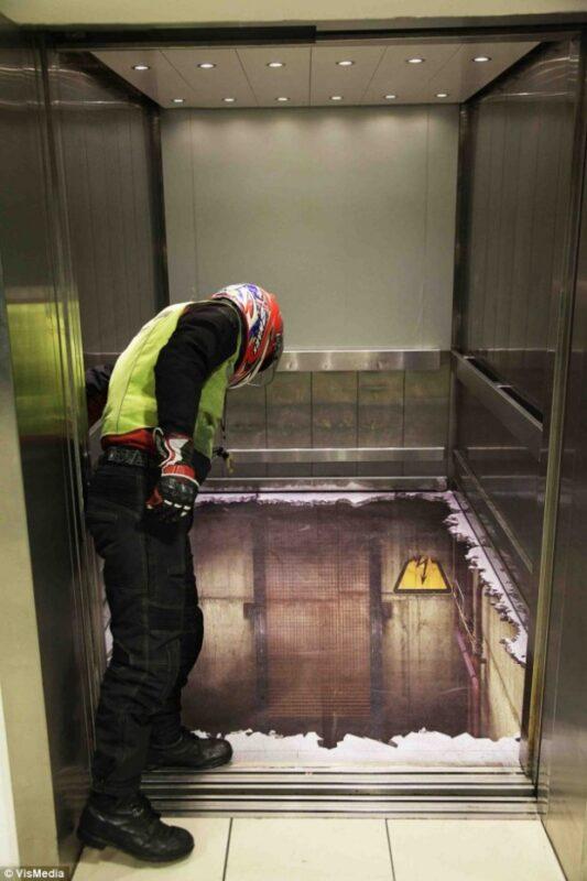 Alton_Tower_Resort_ascensore_vuoto