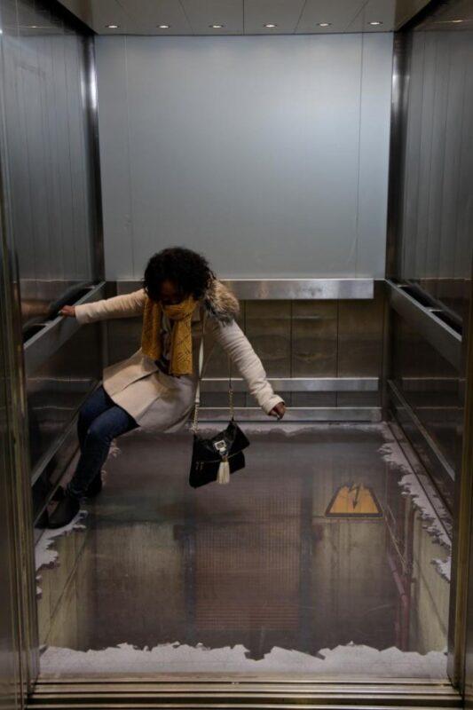 paura_nell_ascensore_horror
