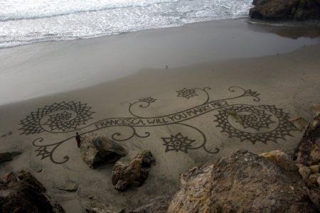proposta-di-matrimonio-scritta-su-sabbia