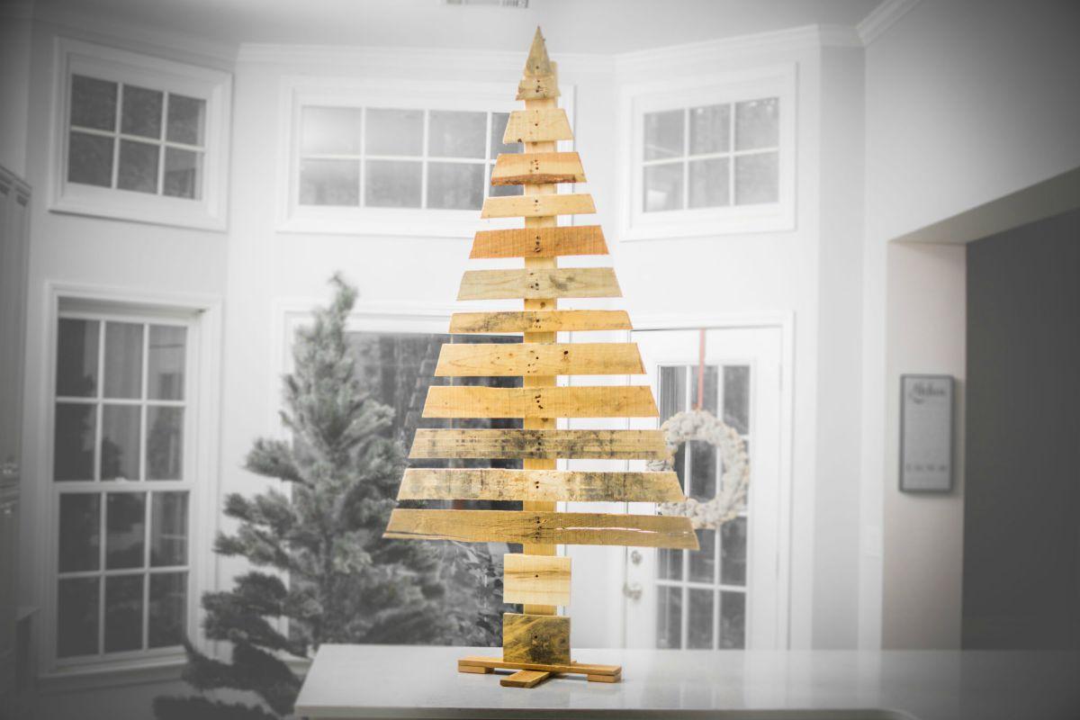 Creare un albero di Natale con il pallet 2