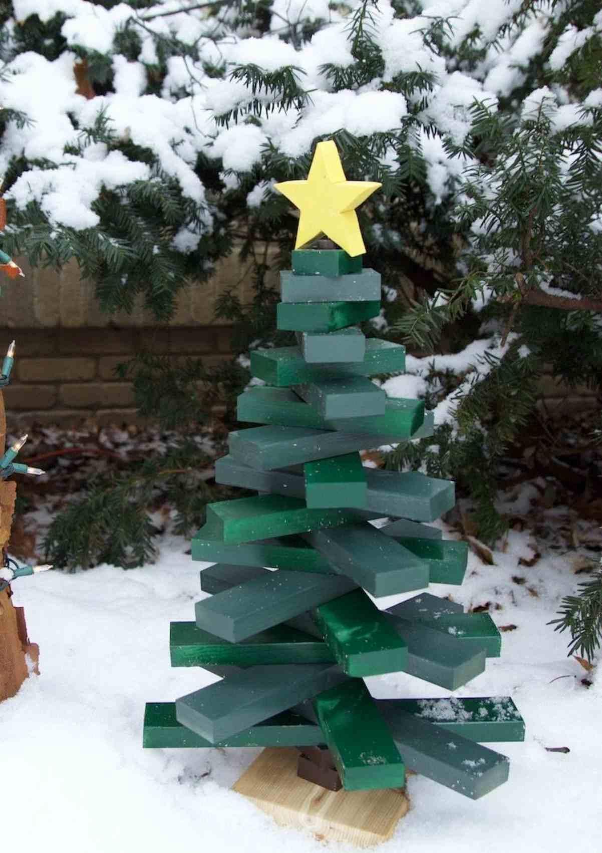 Creare un albero di Natale con il pallet 9