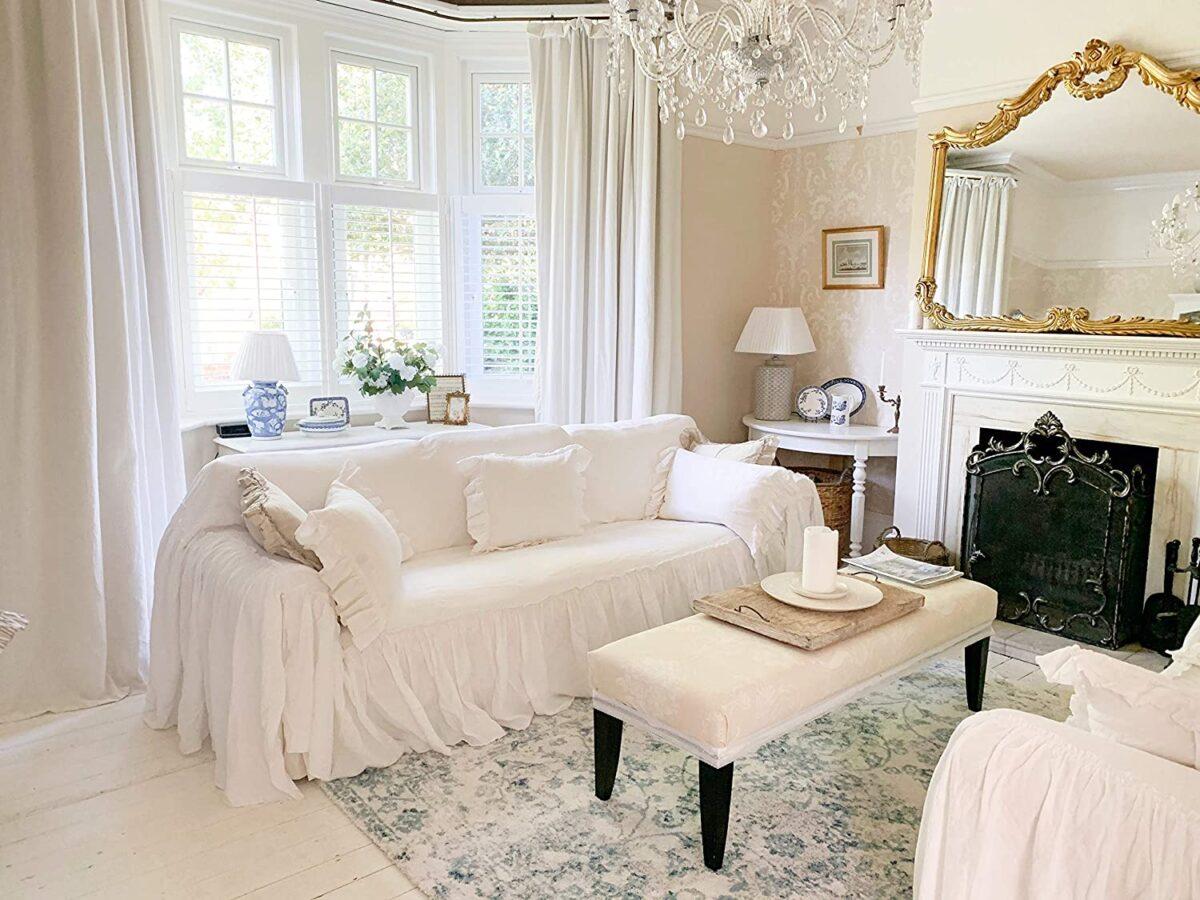 Idee per un divano in un soggiorno shabby chic