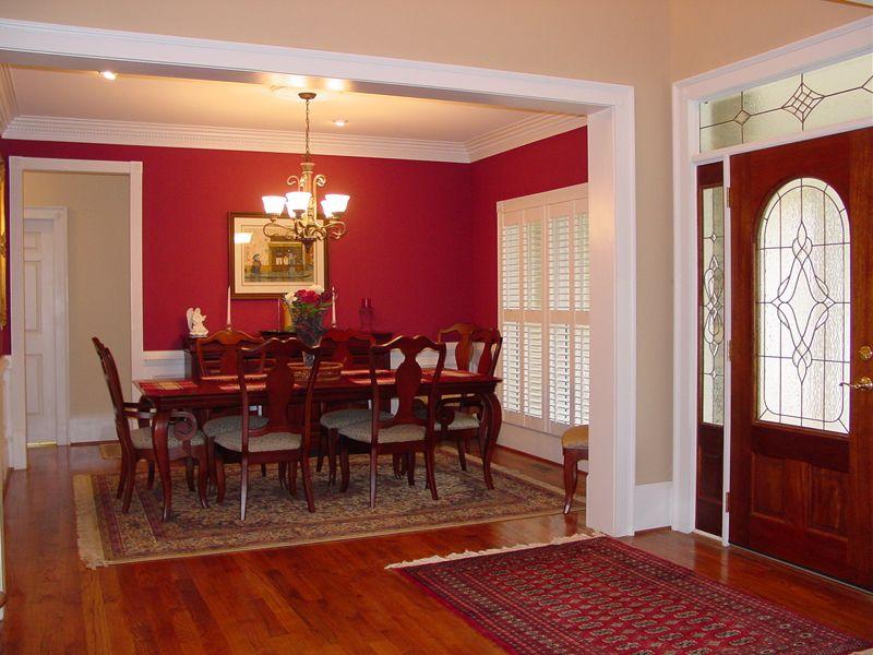 soggiorno-color-ciliegio-con-parete-rossa