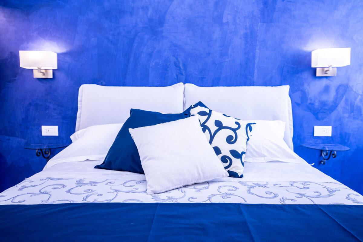 Blu elettrico: idee creative per arredare casa