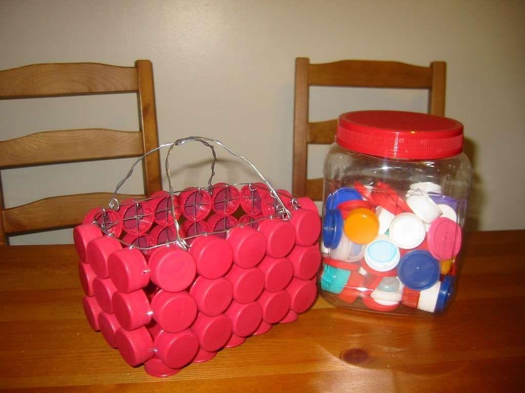 come-riciclare-tappi-plastica-cestino