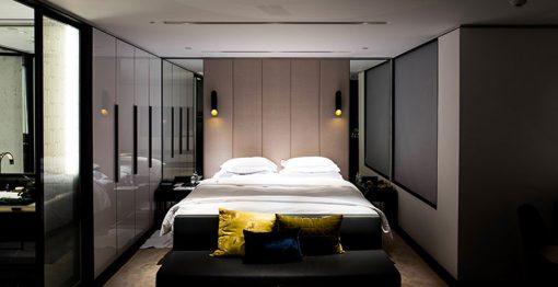 7-idee-per-illuminare-la-camera-da-letto-07