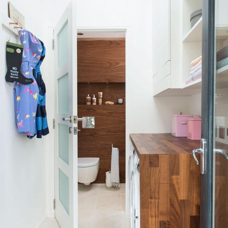 come-arredare-bagno-rettangolare-doccia-lavatrice-07
