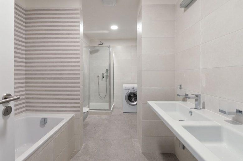 come-arredare-bagno-stretto-lungo-lavatrice-06