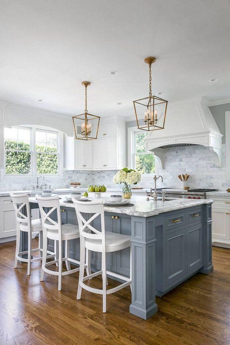 cucina bianca isola colorata