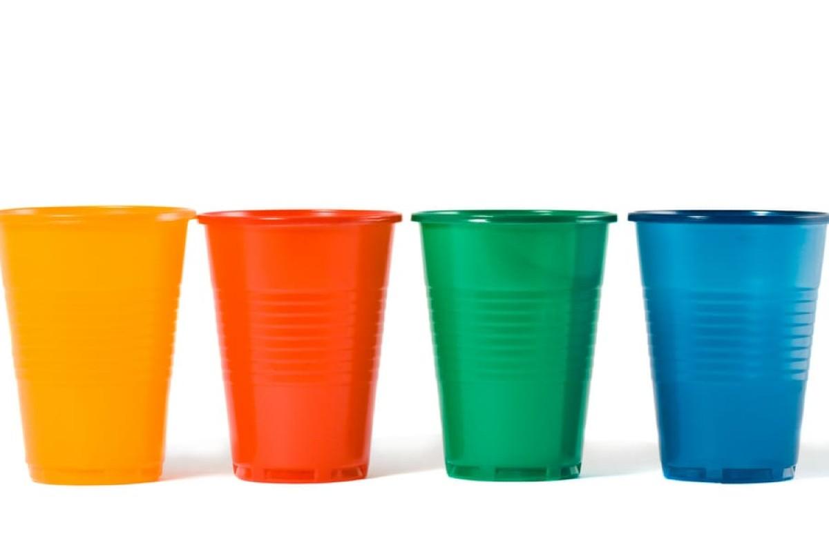 10 foto e idee per riciclare i bicchieri di plastica5