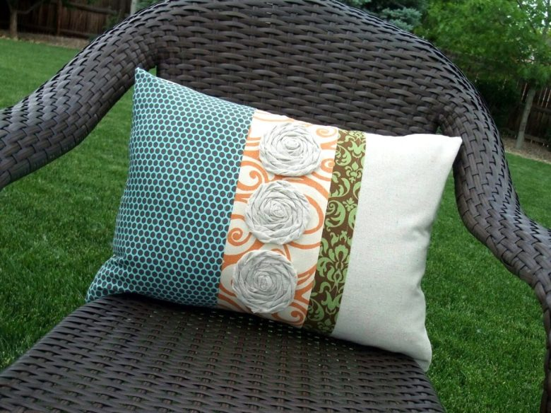 10-idee-e-foto-di-cuscini-riciclati-01