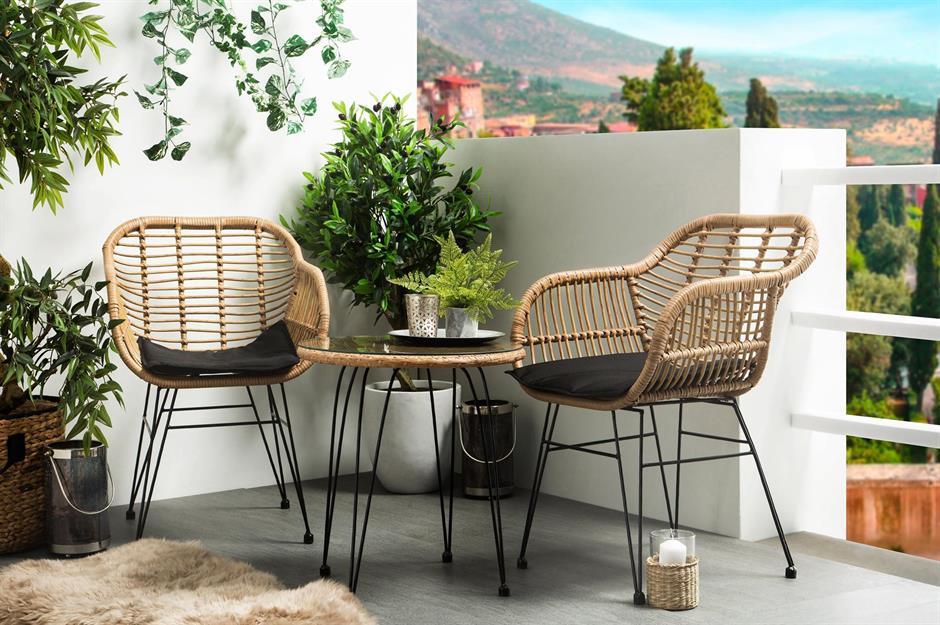 10-idee-e-foto-di-tavoli-per-balcone-03