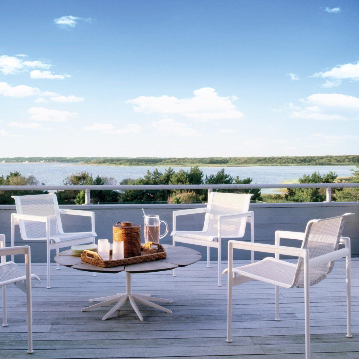 10-idee-e-foto-di-tavoli-per-balcone-10