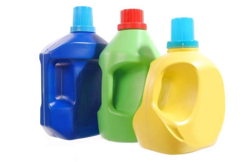 10-idee-e-foto-per-riciclare-i-flaconi-di-detersivo-01