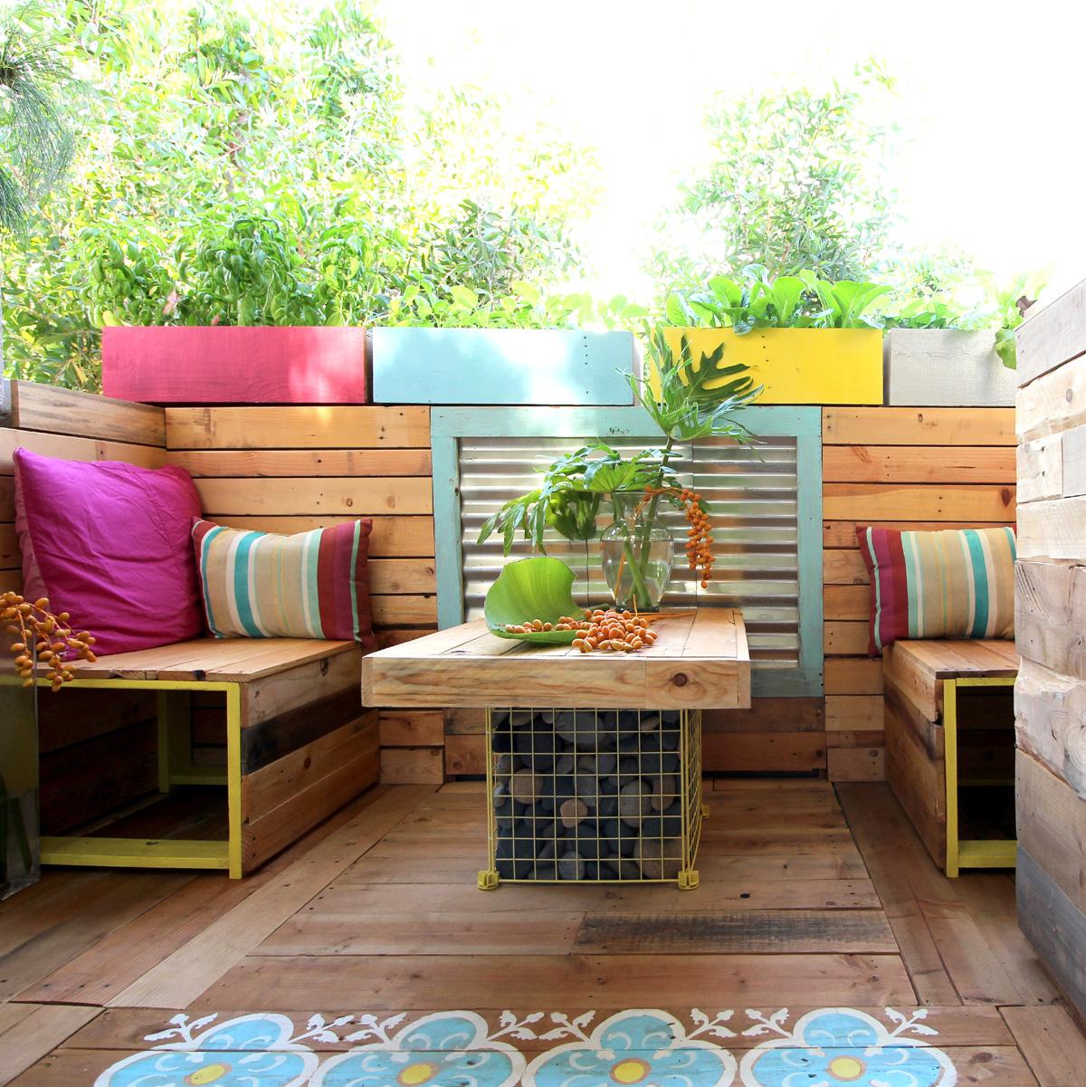 Abbellire il terrazzo con oggetti riciclati: idee, foto e consigli utili