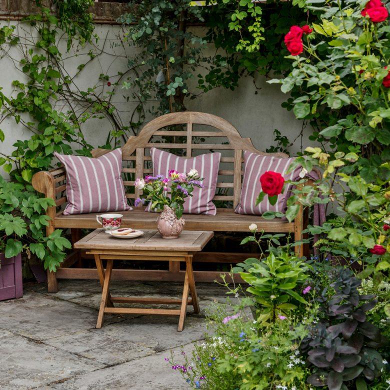 abbellire-la-panca-del-giardino-10-idee-e-foto-05