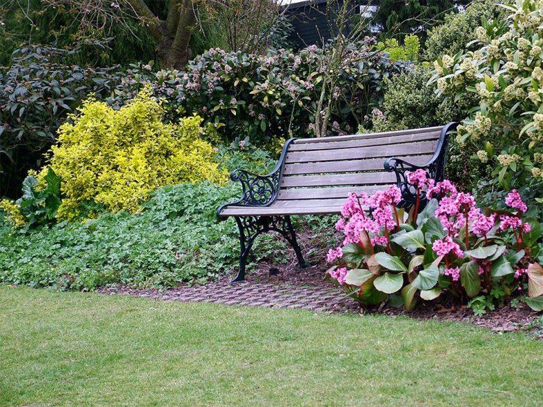 abbellire-la-panca-del-giardino-10-idee-e-foto-06