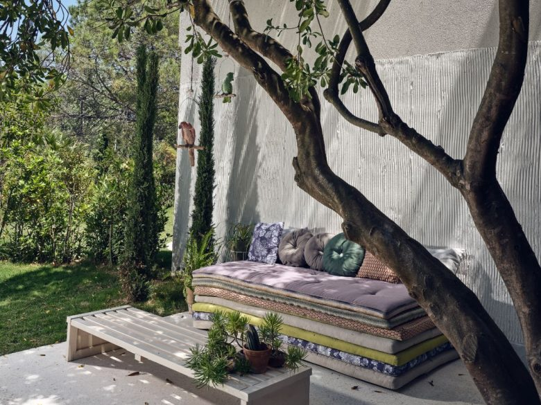 abbellire-la-panca-del-giardino-10-idee-e-foto-07