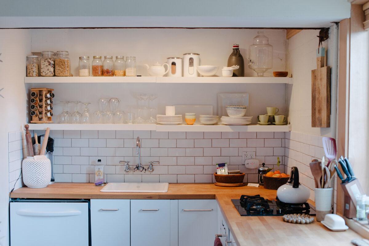 Dove mettere le mensole in cucina: 10 idee e foto