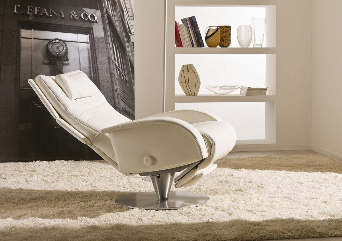 Contemporary armchair / leather / with headrest / reclining
