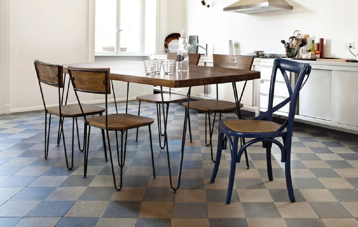sedie-color-blu-per-la-cucina-shabby-chic