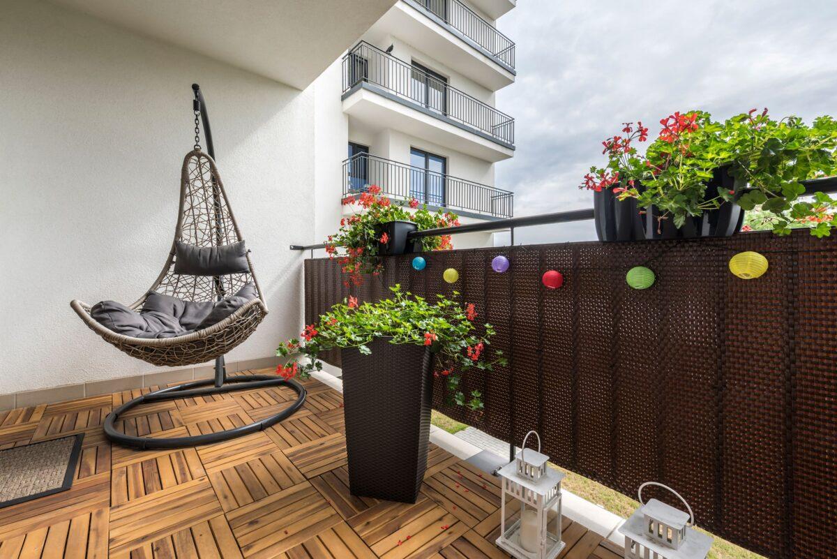 Abbellire la ringhiera del balcone: 10 idee e foto