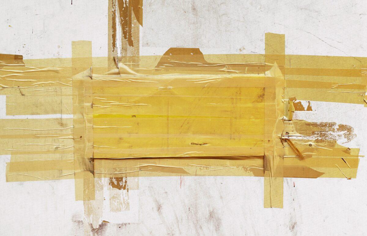 come-rimuovere-il-nastro-adesivo-dal-muro-01