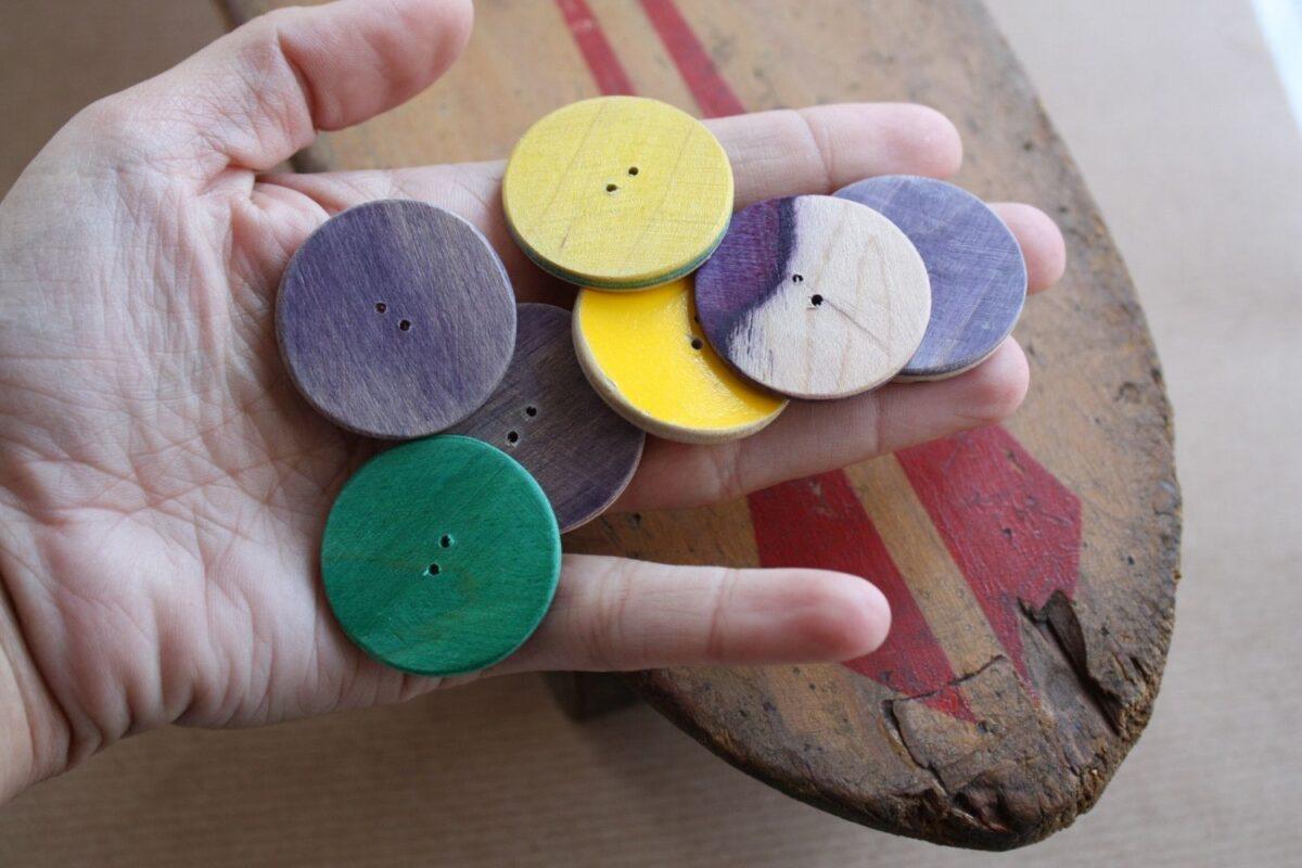 Riciclare i bottoni: 10 idee e foto di oggetti creativi