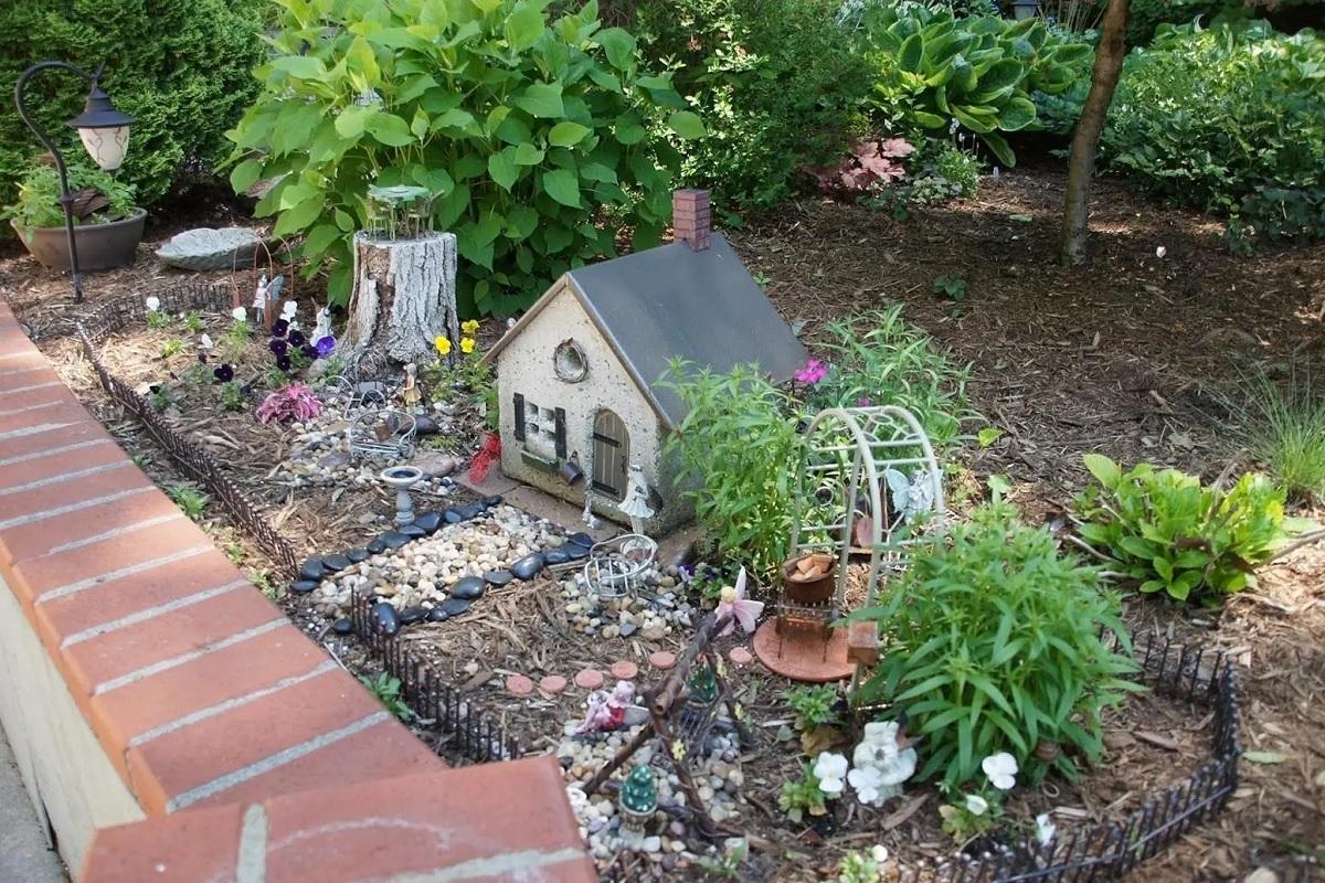 abbellire-il-giardino-fai-da-te-con-miniature
