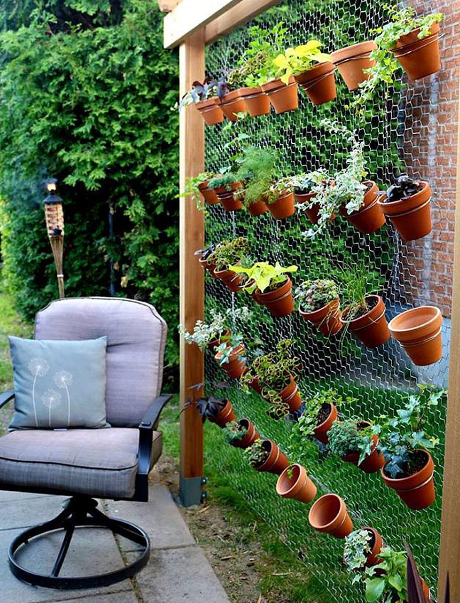 abbellire-il-giardino-fai-da-te-vasi-appesi