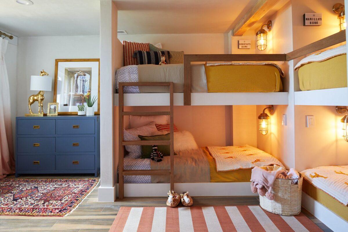 Come disporre il letto nella cameretta: 10 idee e foto