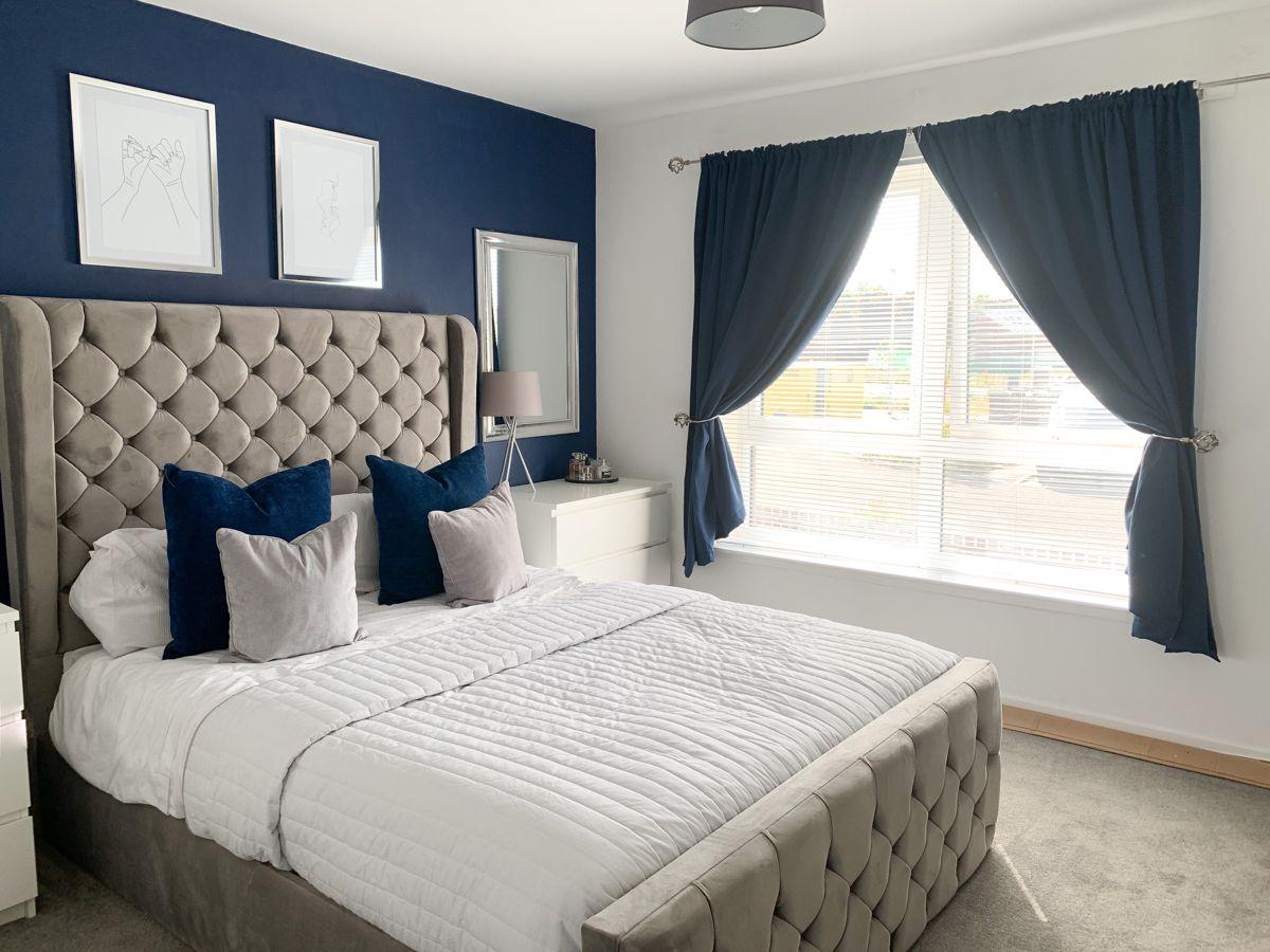 Camera da letto pareti color zaffiro
