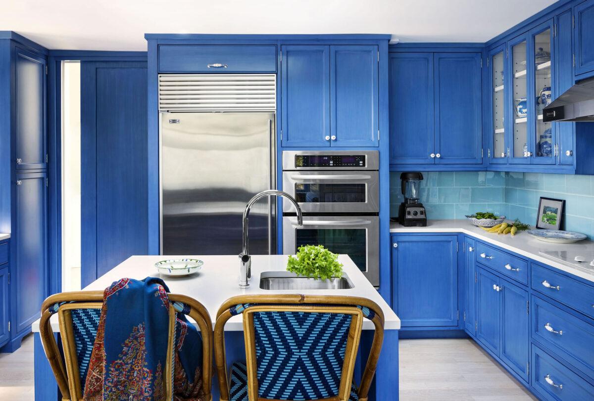 Cucina pareti color zaffiro: 10 idee e foto