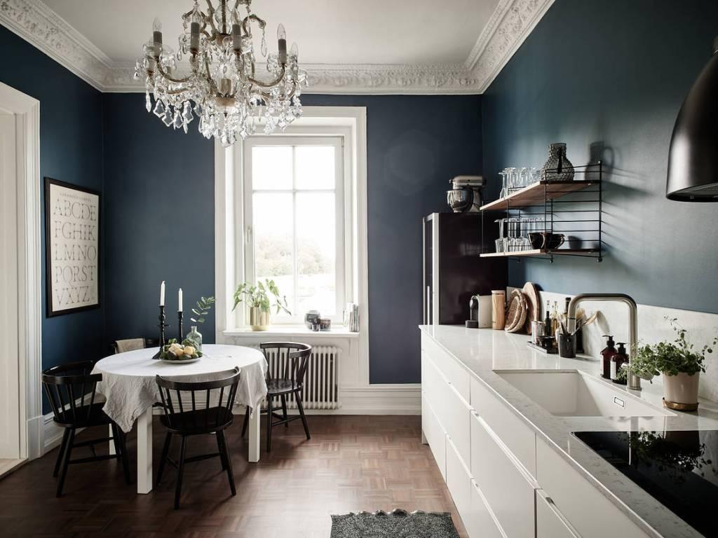 Cucine pareti color petrolio: 10 idee e foto