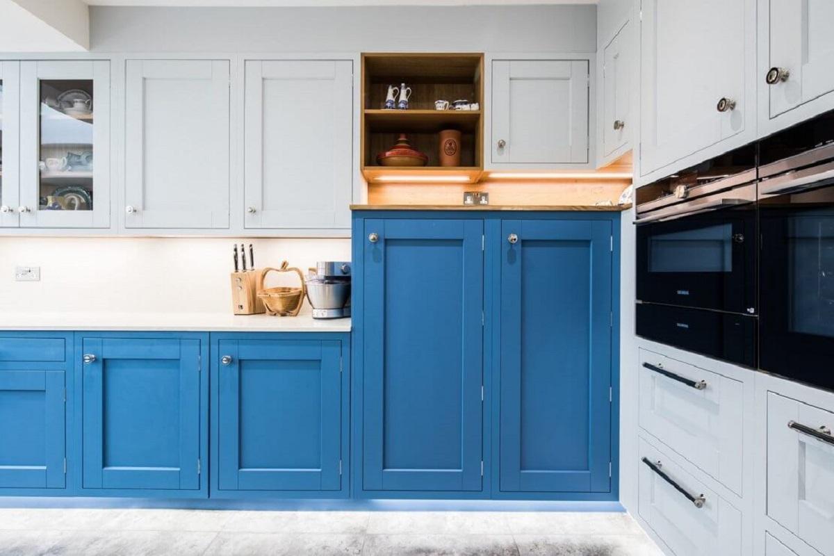 arredare la cucina con il bluette dipingere ante