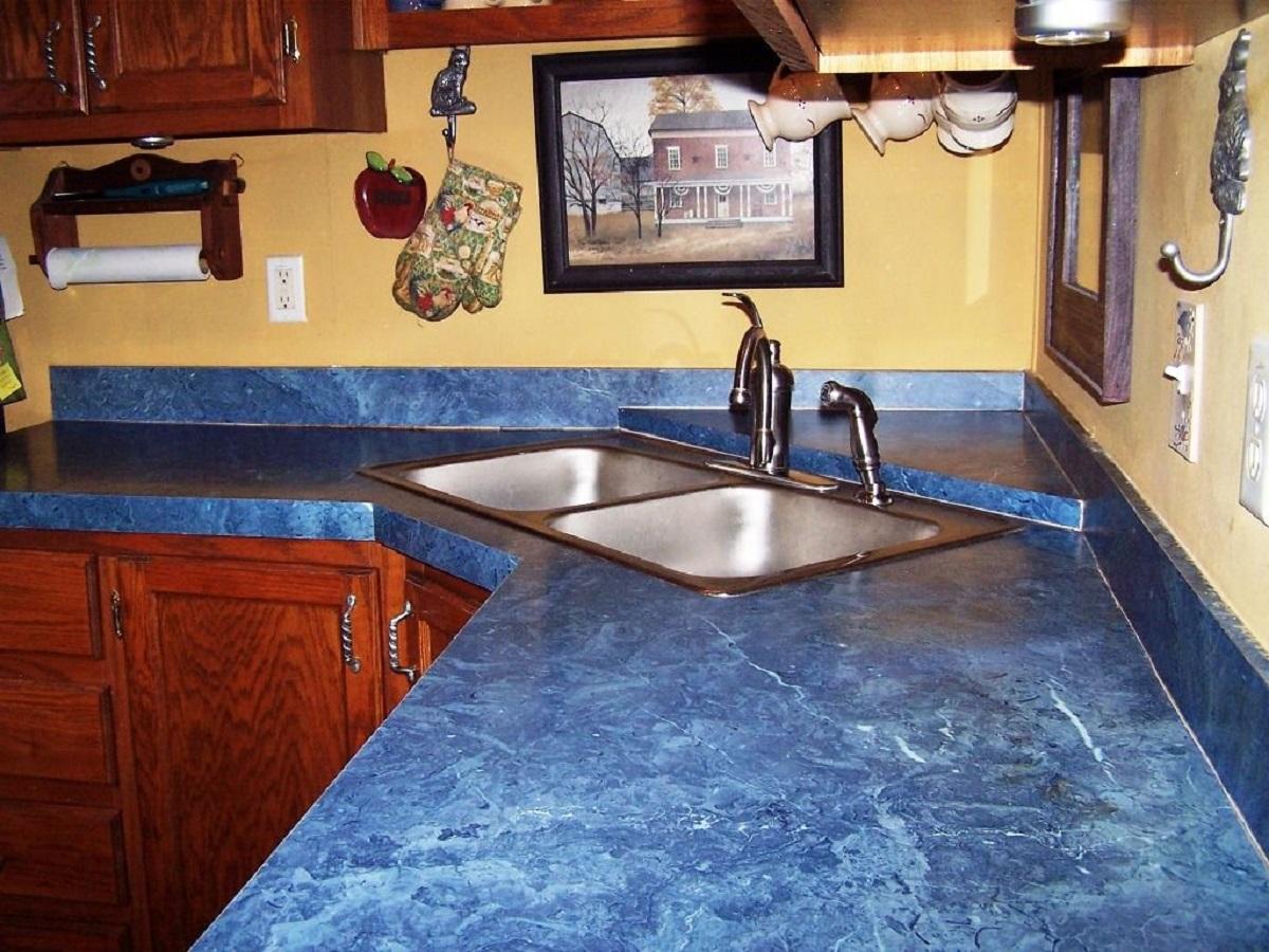 arredare la cucina con il bluette marmo superiore