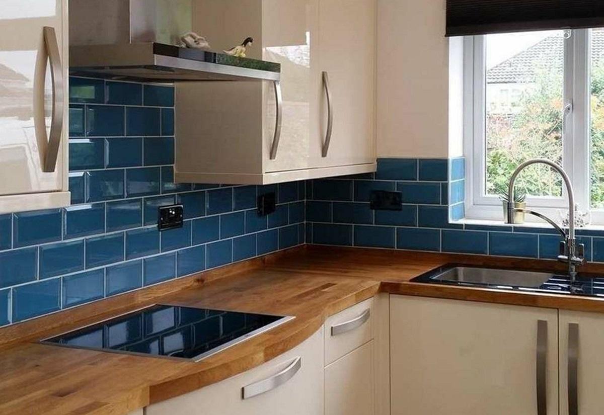 arredare la cucina con il bluette piastrelle muro