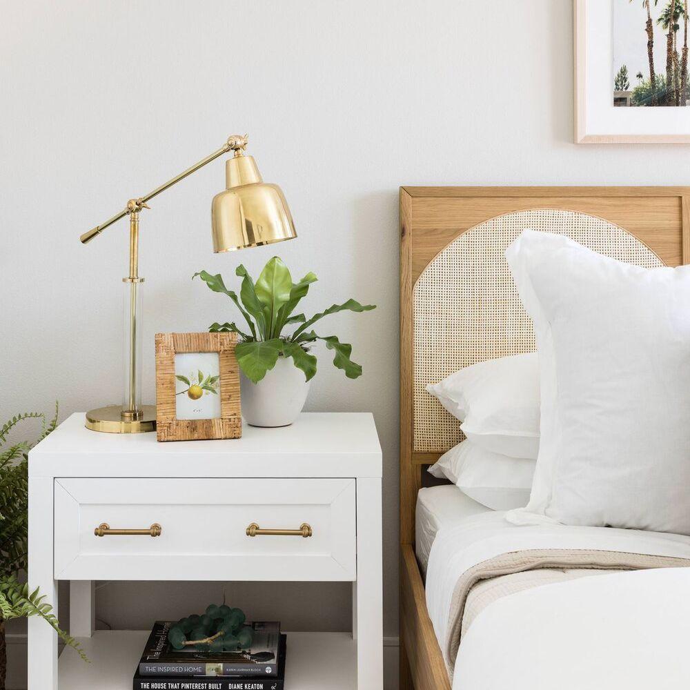 modern-bedroom-lighting-ideas-10-pure-salt-interiors-silicon-beach-faf8b861f7dd41aaa46a2fe6e64e2675